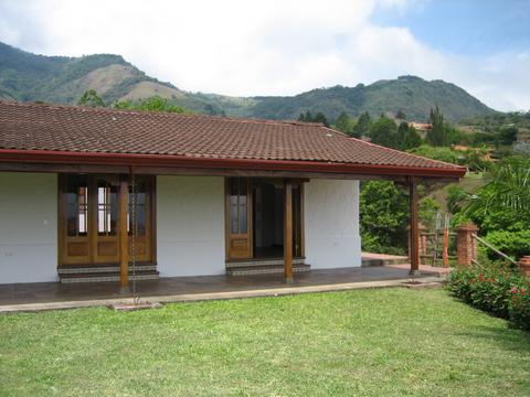 R 950 Single-level house with large garden, views, fresh air, a private complex in San Antonio de Escazu