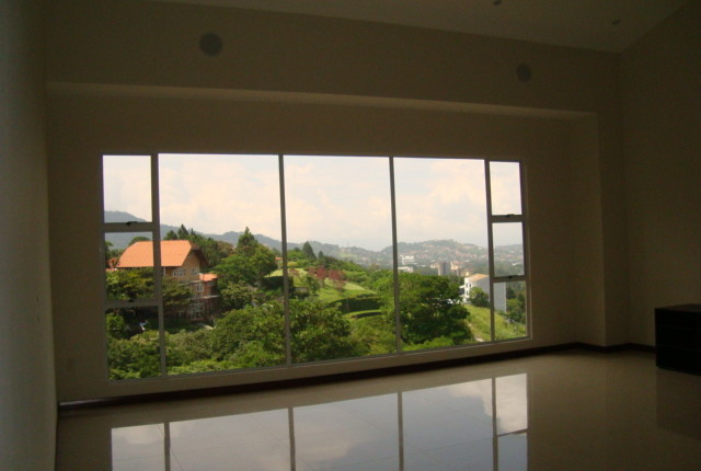 R 2635 A SPACIOUS 3 BEDROOM APARTMENT IN THE VALLE ARRIBA COMPLEX, JUST 800 METERS FROM THE SHOPPING AREA OF SAN RAFAEL DE ESCAZU 462