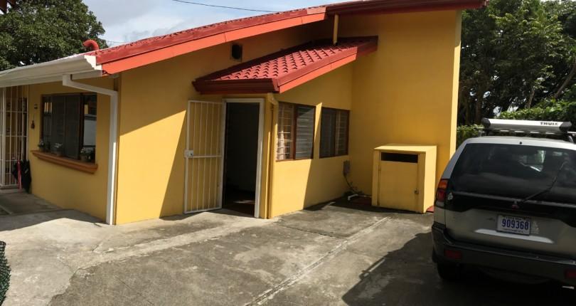 R 2485 A SPACIOUS, COZY,TWO BEDROOM IN ALTO DE LA PALOMAS, SANTA ANA