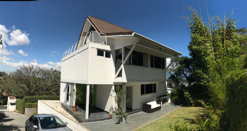 H 2481 Modern detached house with fabulous views just steps from the Mall Paco