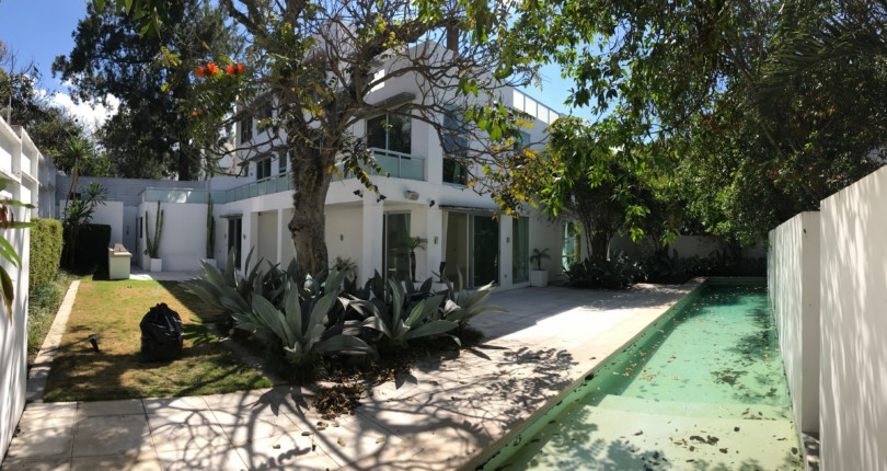 R 2608 Beautiful house fully renovated  in Condominium in Alto de Las Palomas  with a private heated salt purified lap pool. for rent.