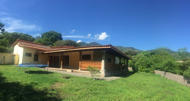 R 1469 Single level house, large garden, in private neighborhood