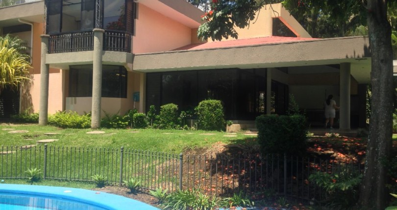 R 117 A Country Club Home: Pool, Squash court , Jacuzzi and more in best neighborhood of Escazu, los Laureles