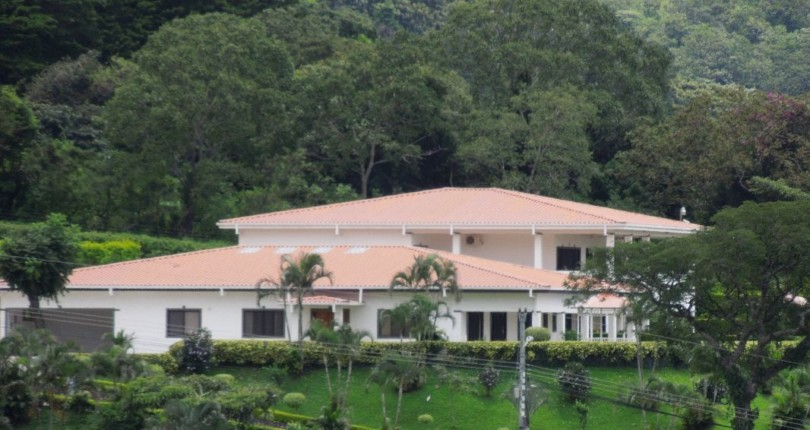 R 100  Spacious 5 bedroom Home with Private Pool, 24 Security  and great Views in Santa Ana