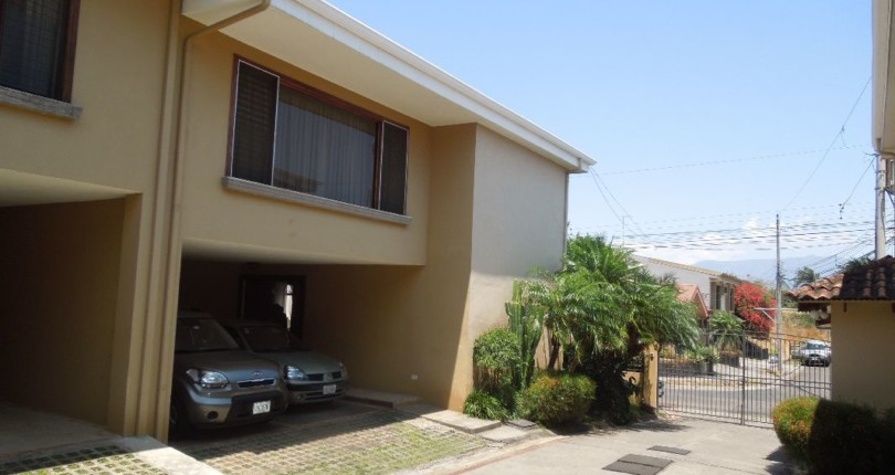 C 1300 Town house in condo inside a gated community within walking distance of the new Mc Donalds Guachipelin