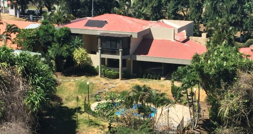 H 1488  A Country Club Home: Pool, Squash court , Jacuzzi and more in los Laureles Escazu