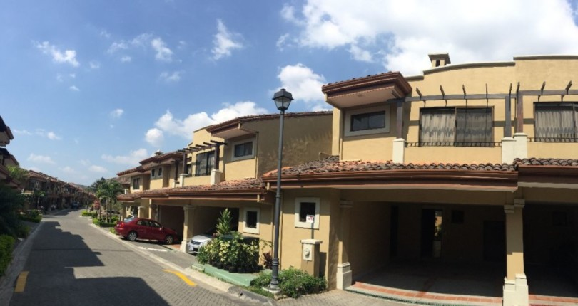 C 1019 A private neighborhood !!! a great condo with Tennis, 2 Pools, Playground and much more in Villas de Valencia near Multiplaza, Escazu