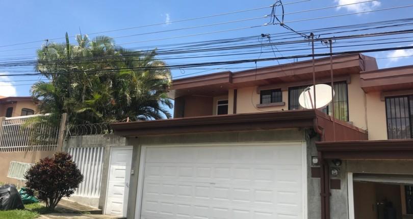 R 2459 House with large garden in Real de Pereira Guachipelin de Escazu
