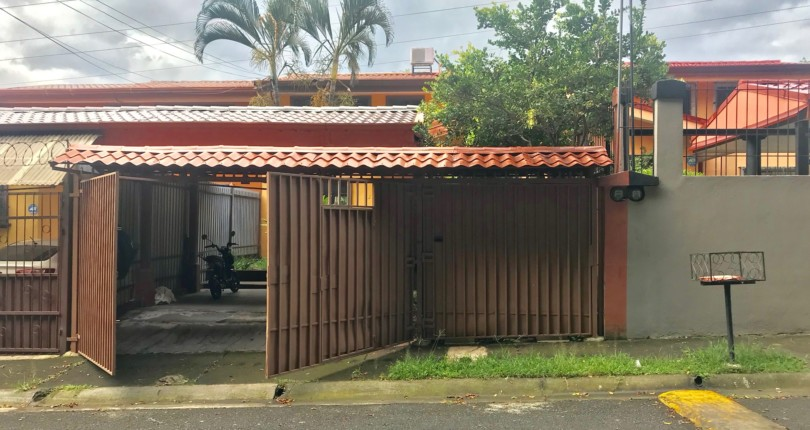 H  2963 3 bedroom house with 3 parking for vehicles in Bosques Santa Ana in Pozos