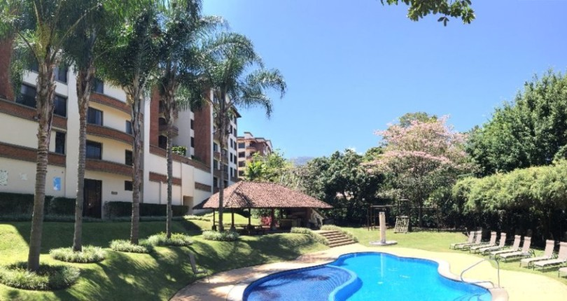 C 2957 Apartment Highrise In an excellent location a few blocks from restaurants, supermarkets, cafes,near Paco Mall