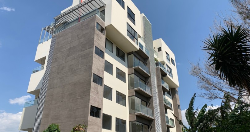 R  3081 Luxurious brand new apartment near the Costa Rica Country Club Roof top