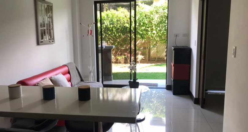 F 3096 Furnished first floor one bedroom apartment with garden in Montesol in Santa Ana