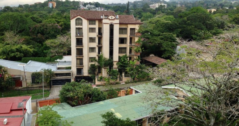 R 833 Exclusive Highrise in front of the Costa Rica Country Club