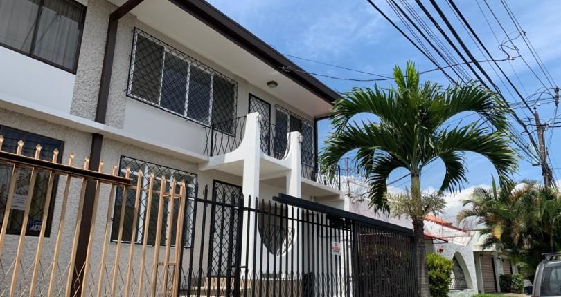 R 3135  House with large social spaces in Urbanizacion Los Anonos a few steps from the commercial area San Rafael de Escazu