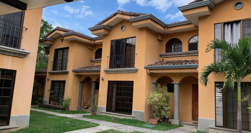 R 3152 Townhouse a few blocks from municipal tennis courts and Red Cross of Escazu