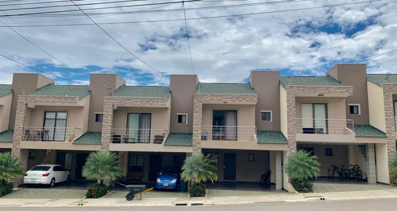C 3166 Town house with Alta Vista condominium, in Brasil de Mora Ciudad Colon