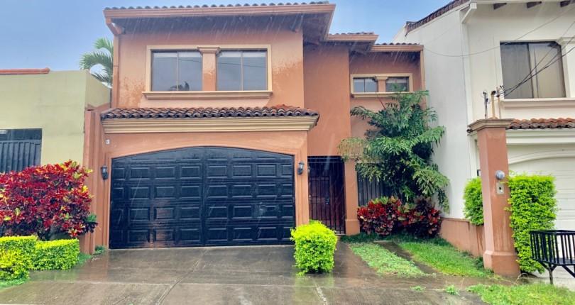 R 3187 House of fine finishes in Urbanizacion Suiza, Bello Horizonte Escazu with 24 security