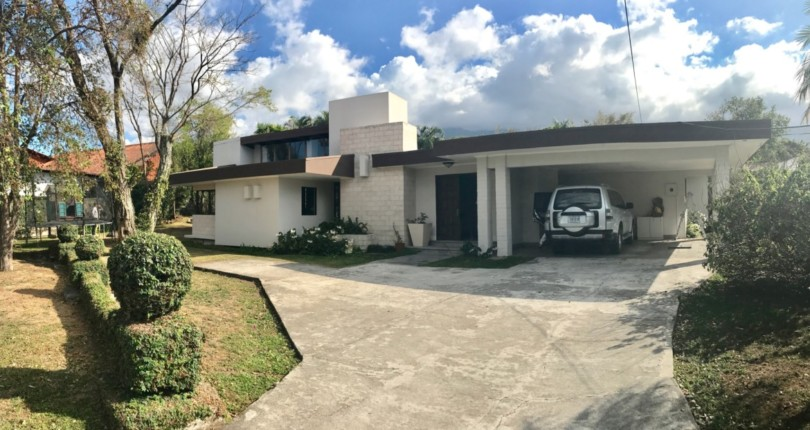 C 1933 .Single level house with large garden in gated community with 24 hour security in a fabulous location just steps from the Costa Rica Country Club –
