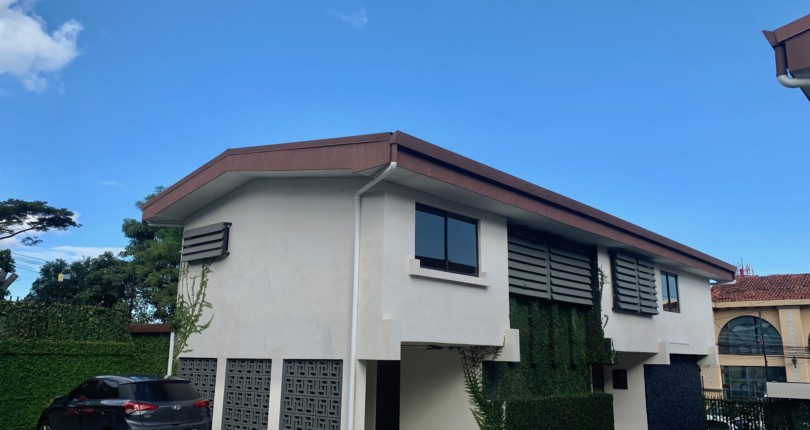 R 3221 Newly remodeled 3 bedroom house a few steps from Mas x menos in San Rafael de Escazú.