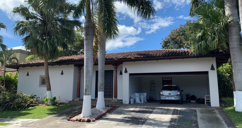 R 1443 DETACHED Colonial style home in condo with security, pool and tennis courts in common area in Santa Ana