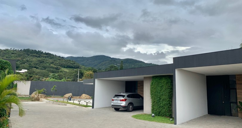 R 3230 Brand new, single level house in condominium Evora in Santa Ana