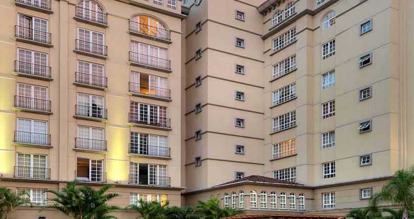 F 3250 CORTIJO LOS LAURELES Luxury 2 bedroom furnished apartment in a vertical condominium in the best area of Escazú.