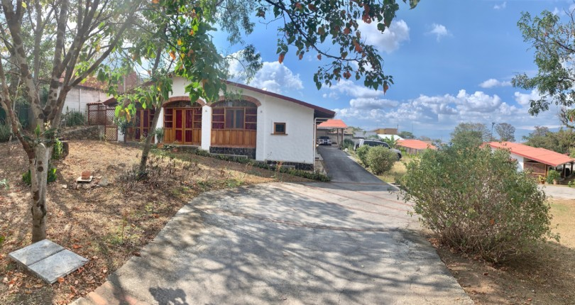 R 2287  Single level colonial stryle house, in a in a gated community near Liceo de Escazu