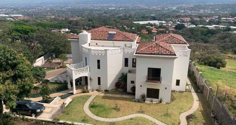 R  2916 Fabulous mansion with incredible views of the valley of the sun located in the Uruca Santa Ana