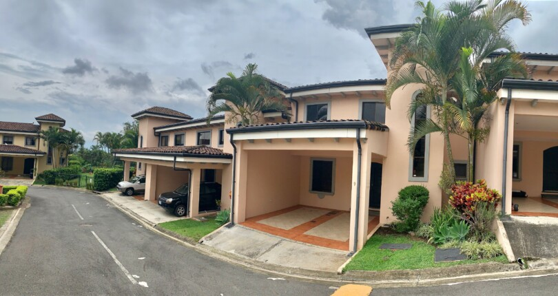 R 836 Practical town house in Condo near old location of Country Day School in Escazu