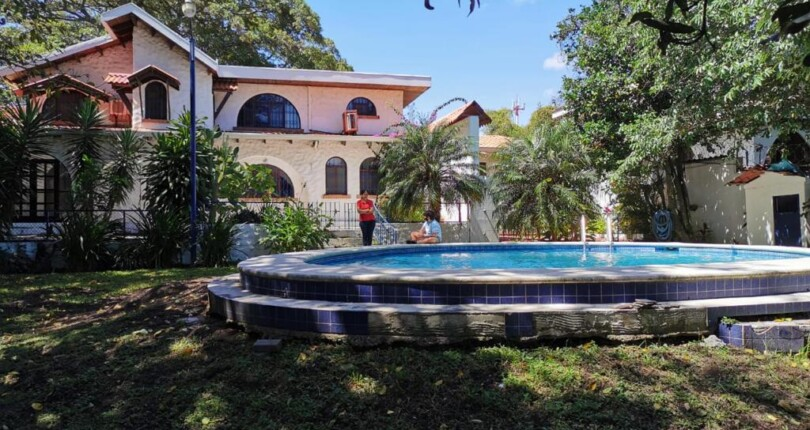 H 3349  Spacious house, private swimming pool,  large garden, 5 bedrooms, overlooking the central valley near Multiplaza Escazu