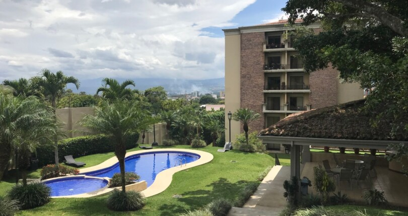 R 3353  Highrise in front World Gym, near Paco Mall, near Multiplaza, Cima Hospital, tennis and pool in common area