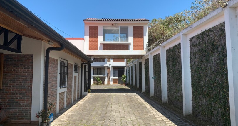 R 2764 A practical apartment with appliances and excellent location a few blocks from the Mas x Menos of San Rafael  of Escazu