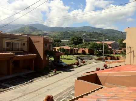 C 2388 Great family condo, excellent quiet location near Santa Ana Centro, Camino de Santiago