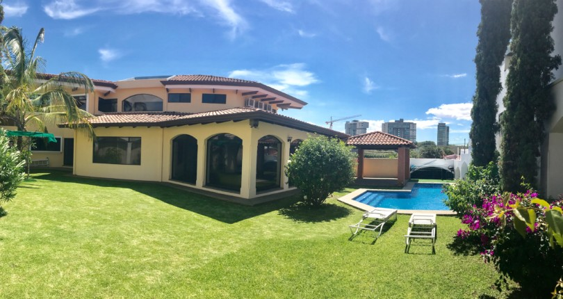 R 569 Luxury House in Laureles,  with large social areas and pool in one of the best neighborhoods of Escazu