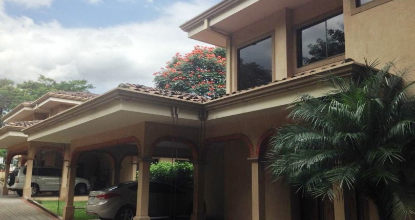 R 810 A comfortable condo just across  the Costa Rica Country Club