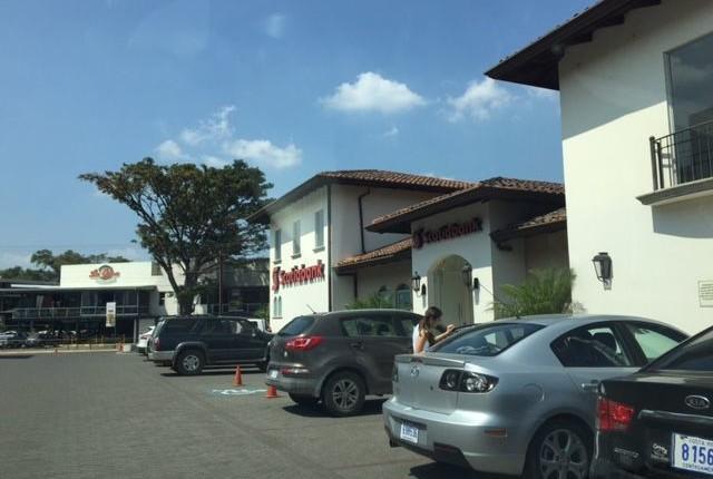 CC 2501  RENT  Offices in  Boulevard  Lindora, Santa Ana second floor