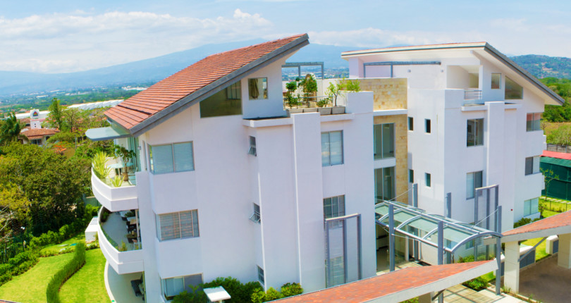 C 2846 Spacious apartment on one level on the second floor, with private terrace balcony, panoramic views, with three bedrooms and 3 bathrooms in Piedades de Santa Ana near hwy 27