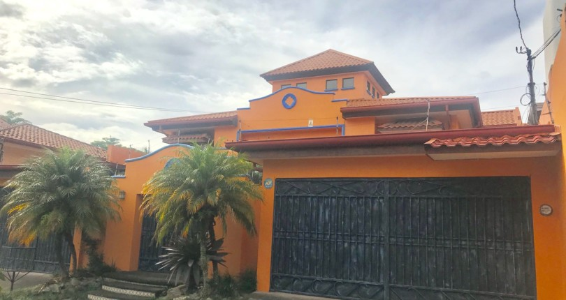 CC 2931 4 BEDROOM HOUSE JUST 50 METERS FROM MAIN ENTRANCE TO THE COSTA RICA COUNTRY CLUB IN A CUL DE SAC. VERY SAFE WITH GUARD