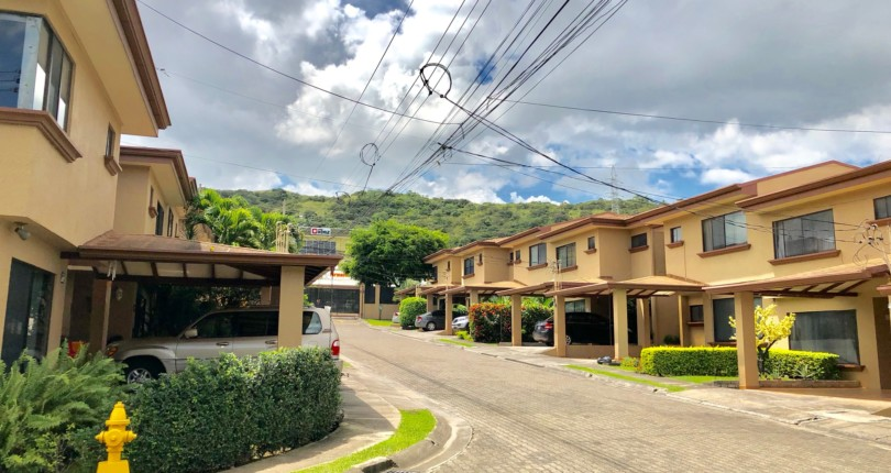 C 2965 Townhouse in condominium with excellent natural lighting in Villas Rioja a few steps from Construplaza in Escazu for sale