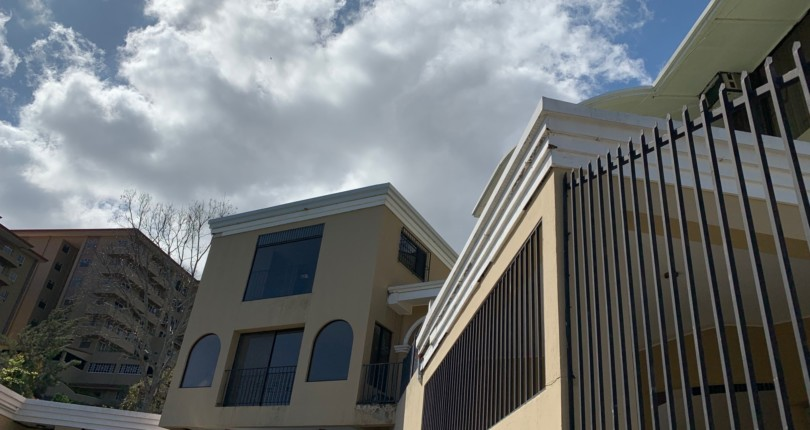 R 1209 Townhouse with a practical and stylish concept, great views