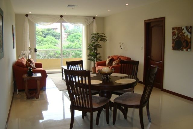 F 2154  A spacious 1 bedroom furnished apartment in the Valle Arriba complex, just 800 meters from the shopping area of San Rafael de Escazu, 422