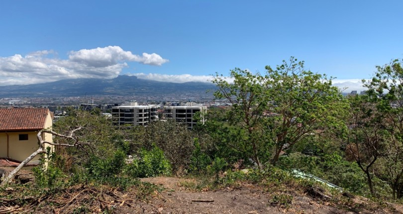 L 1816 A wide terrain, to build a building with an excellent location, fabulous view of the City of San Jose