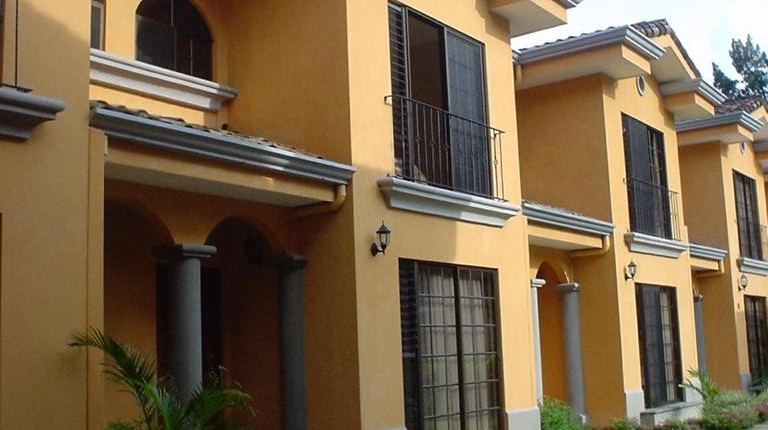 R 3108 Townhouse a few blocks from municipal tennis courts and Red Cross of Escazu