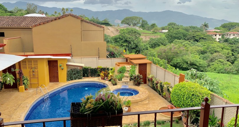 H 3147 Single level house with pool and attached apartment right on the edge of Escazu and Santa Ana