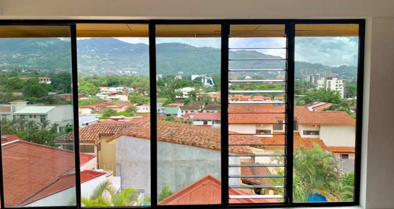 R 3161  3 bedroom apartment in highrise, with a great vies in a excellent location Trejos Montealegre Escazu