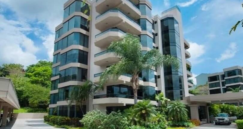 C 3949  Spacious first floor apartment Highrise in torres de Mayorca,  Bello Horizonte de Escazu with large social area