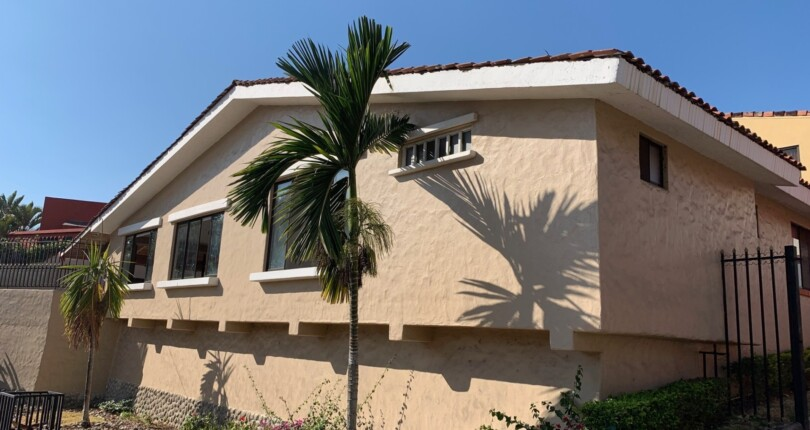 H 3320 Single level house in Trejos Montealegre near Walmart and Avenida Escazu