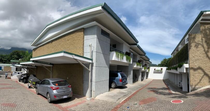 C 3341 House with appliances in the Tirreno condominium located in Bello Horizonte de Escazú