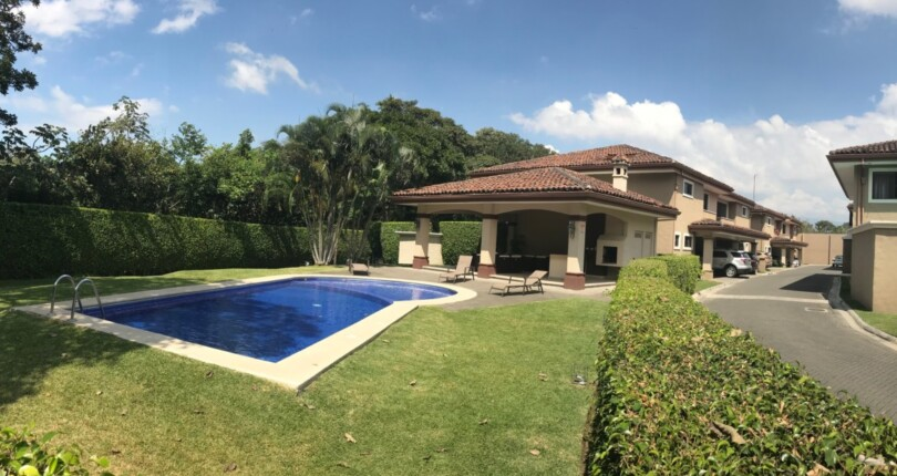 C 3342 Bargain price !!! Townhouse in Monte Real Lindora Condominium – Santa Ana near the golf course and tennis courts of the Parque Valle del Sol