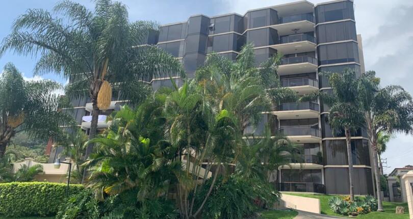 C 3781 Spacious apartment in Cerros de Mayorca near the Paco Shopping Center in Escazu